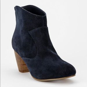 Ecote navy suede Alexandra ankle booties